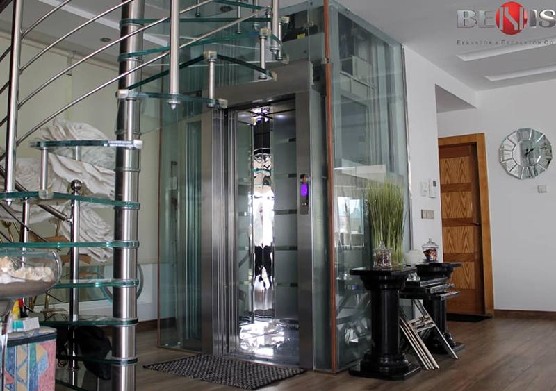 آسانسور شیشه ای داخل ساختمان
